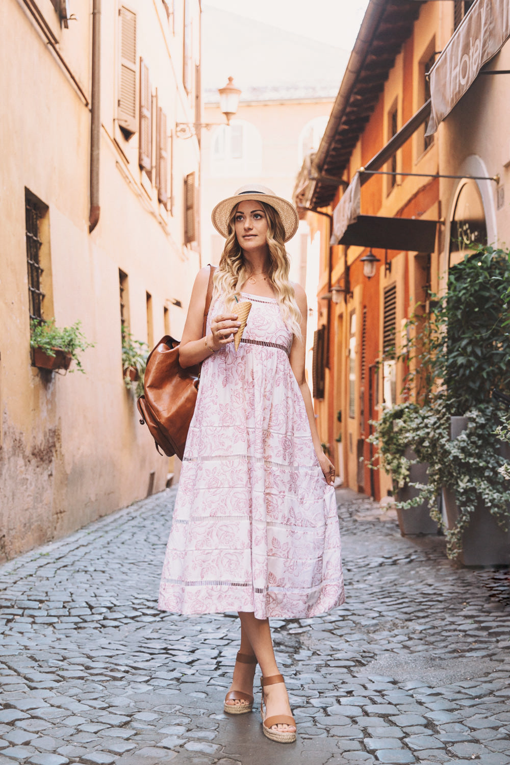 Caitlin Lindquist of Dash of Darling shares a photo diary of her visit to Rome, Italy and the colosseum.