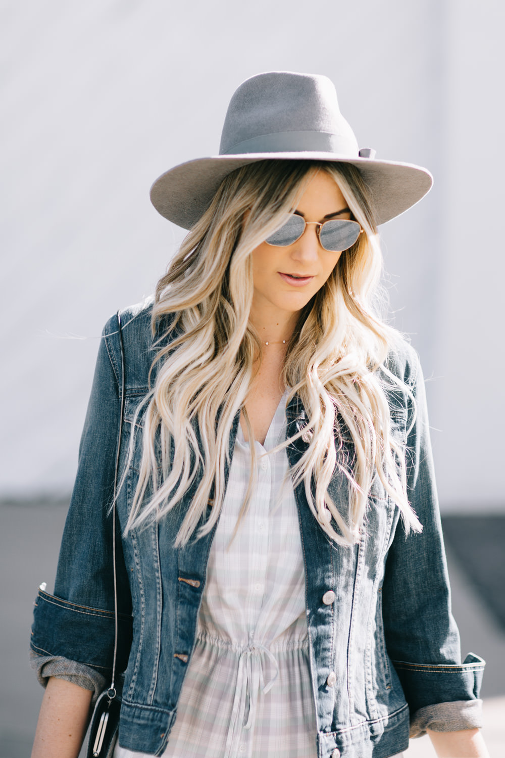 Dash of Darling shares how to shop smart with an affordable spring outfit with thredUP