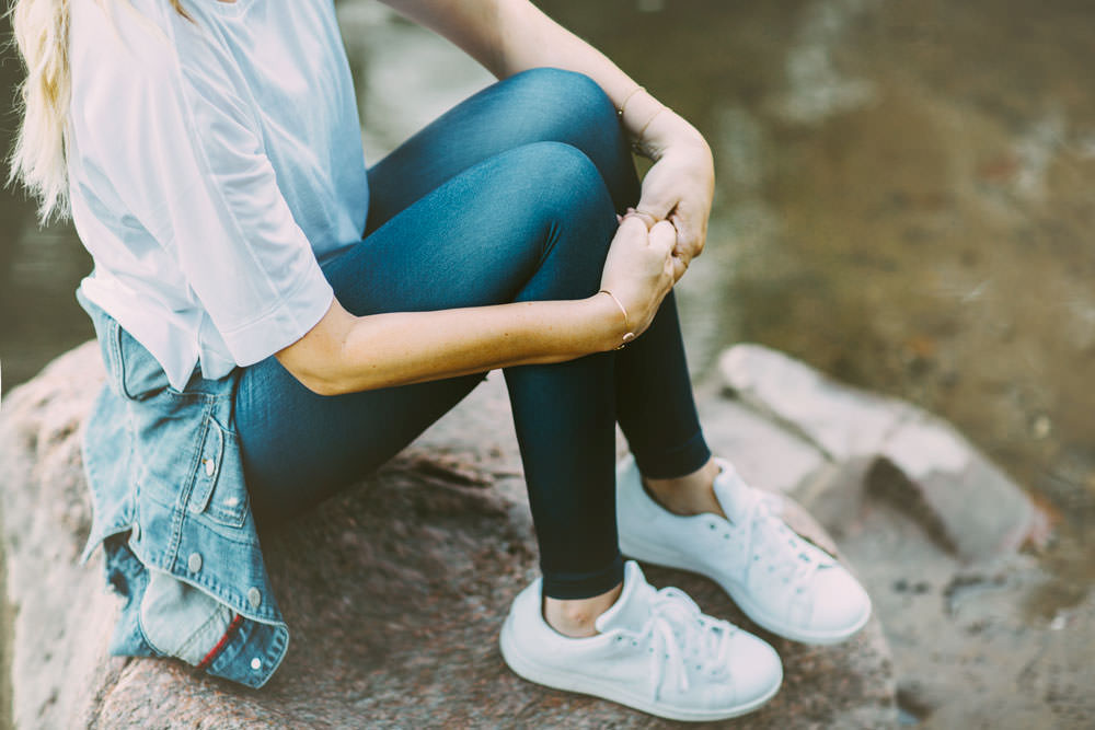 Dash of Darling styles Lucy IndiGO workout running leggings with a white boxy tee, sneakers and a denim jacket for camping and exploring.