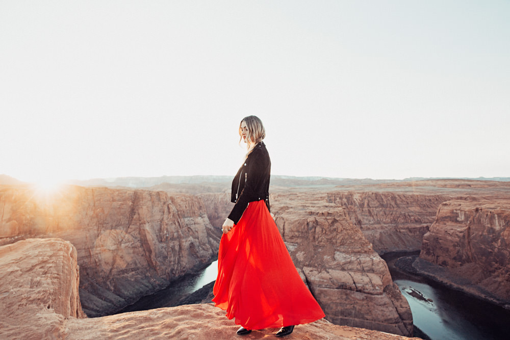 Caitlin Lindquist of the travel blog Dash of Darling shares her getaway to Horseshoe Bend in Arizona