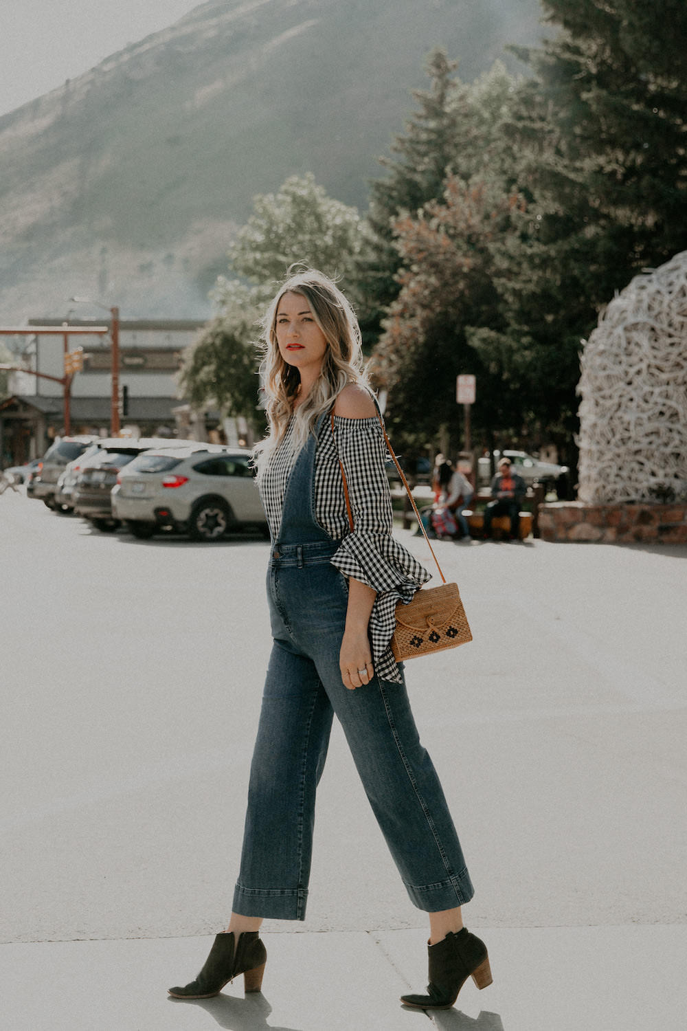 Dash of Darling shares her vacation in Jackson Hole, Wyoming and where to stay and what to do.