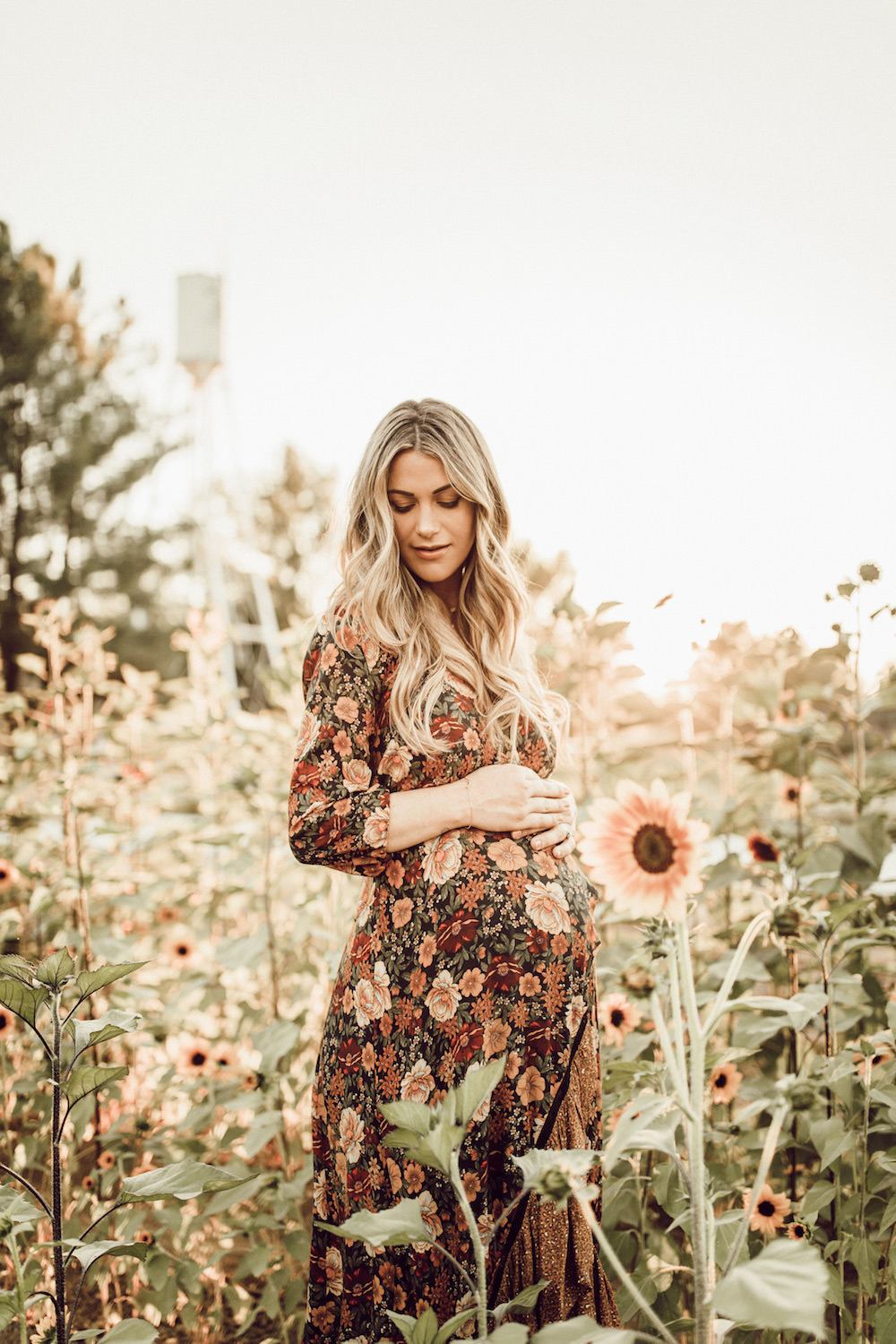 Dash of Darling | Pumpkin Patch Maternity Photos
